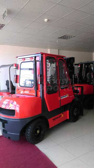 3 TON FORKLIFT WITH CLOSED CABINET