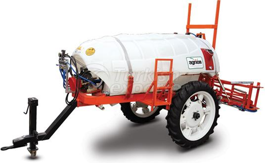 trailed-sprayer-with-high-wheel