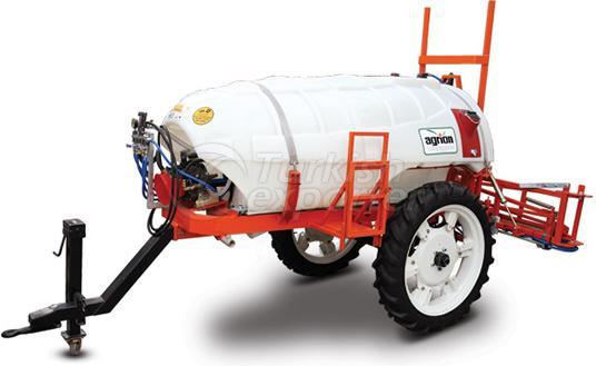 trailed-sprayer-with-high-wheel