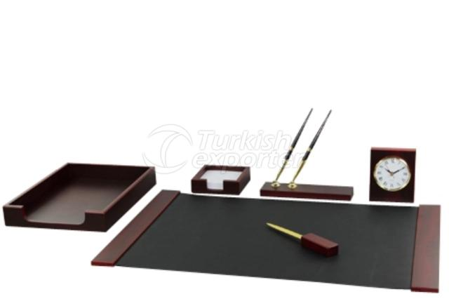 Economic Deskpad Sets Black