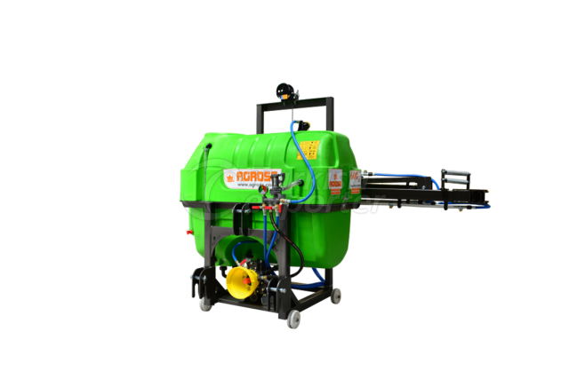 600 Lt Field Sprayer with windlass